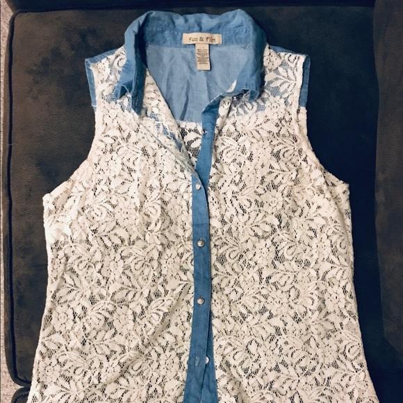 FUN & FLIRT Button up sleeveless lace top